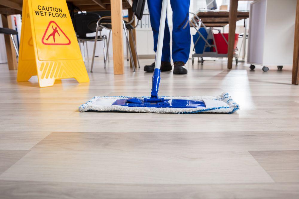 appel à un professionnel pour le nettoyage de sol